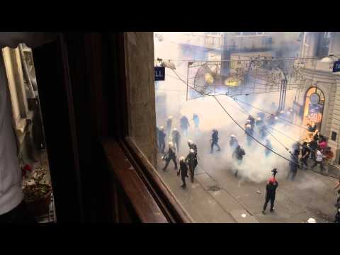Police Ambush Fleeing Protesters in Istanbul, Turkey (May 31, 2014)