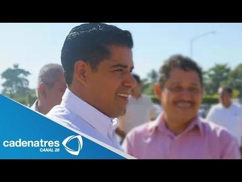Detienen a Presidente municipal de Lázaro Cárdenas 29 de abril 2014. Detienen a Presidente municipal de Lázaro Cárdenas Para más información entra en http://...