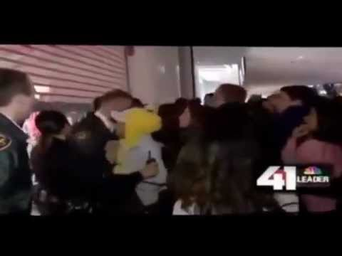 Angry Black Friday Crowd Mobs Victoria Secret Over Underwear(2012-2013