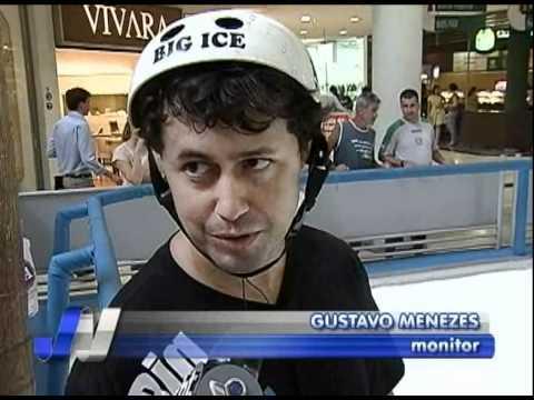 Pista de patinação no gelo é atração em Uberlândia
