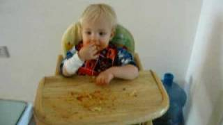 Eating spaghetti with sound