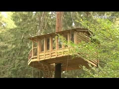 Casas en los rboles en zeanuri youtube for Hotel con casas colgadas de los arboles