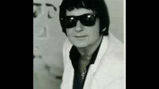 Watch Roy Orbison Just Let Me Make Believe video