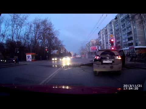 Авария. Взорвалась труба на дороге. Екатеринбург. ДТП