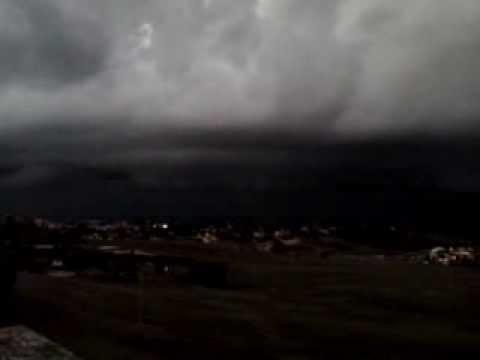 Shelf cloud a nord di Mentana (RM), alle 19 del 30-09-2013