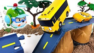 There was an earthquake Tayo, Robocar Poli town! Super Wings! Rescue your friends! - DuDuPopTOY