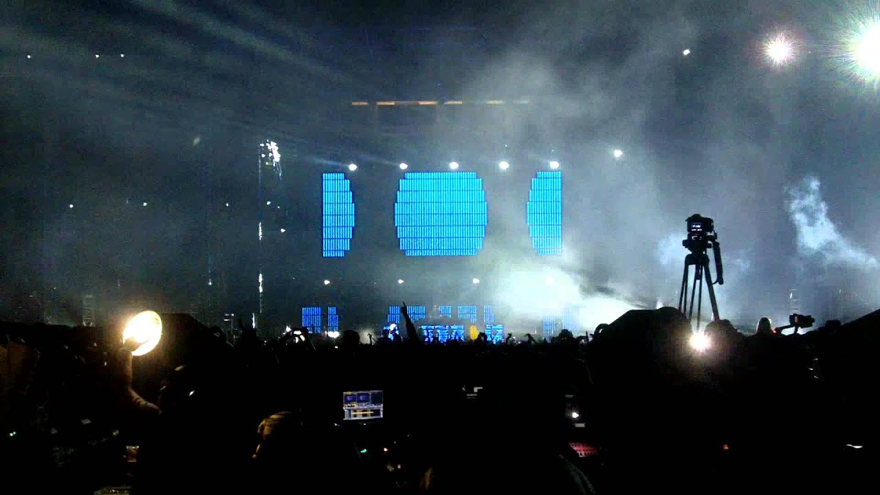 Tisto to play the largest single DJ event in U.S. history on October 8 Tiesto college invasion tour photos