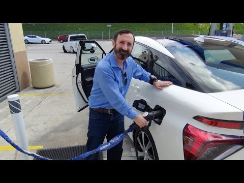 Fueling up the Toyota Mirai with hydrogen - new fuel cell vehicle