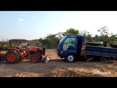 รถดั้มติดหล่ม รถหกล้อ รถขนดิน รถบรรทุก รถไถมาช่วยดึง Dump Truck