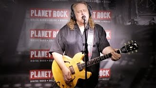 "Warren Haynes - 「Planet Rock Live Session」にて""Is It Me Or You""など2曲を披露 映像を公開 thm Music info Clip"