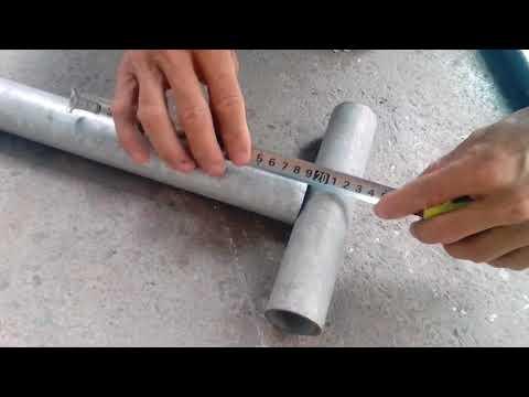 Cách cắt góc 45° và mòi ống tròn chuẩn xác.