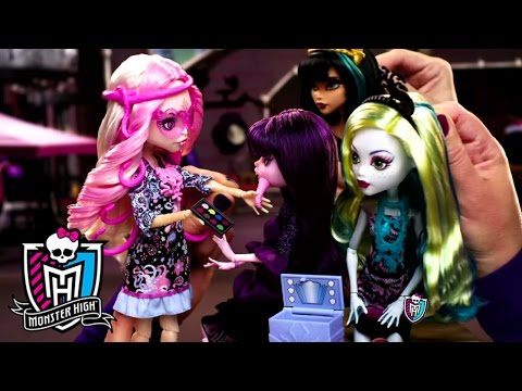 Monster High® - Clawdia Wolf and Viperine Gorgon Commercial