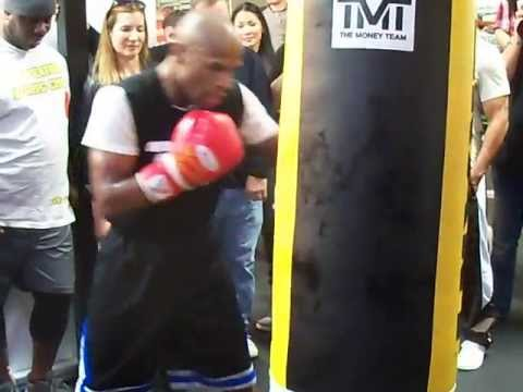 Floyd Mayweather training for Guerrero - HEAVY BAG Image 1