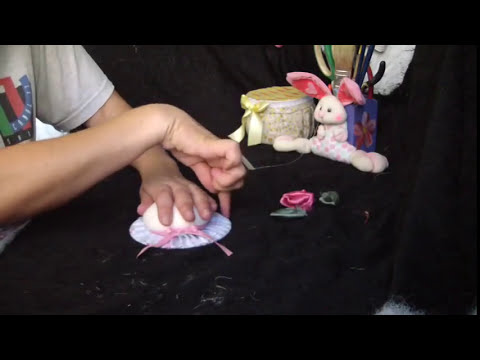 Fabric pincushion subtitle /alfiletero de tela reciclando CD subs....proyecto 60