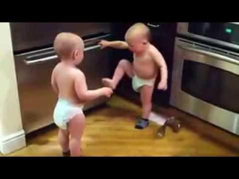 Bayi Kembar Berkelahi !!!!!!!!!!!!! video