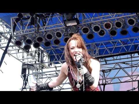 Halestorm - Familiar Taste Of Poison [Live 7-31-10] HD
