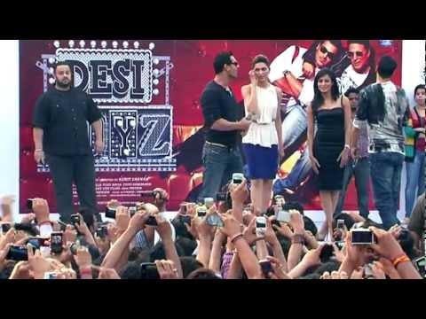 Desi Boyz- Akshay Kumar, John Abraham, Deepika Padukone & Chitrangada at IIPM