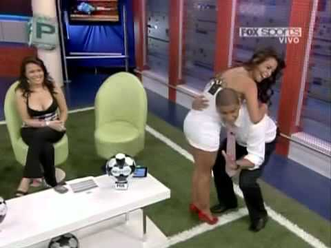 Larissa Riquelme impactante en MSN Video