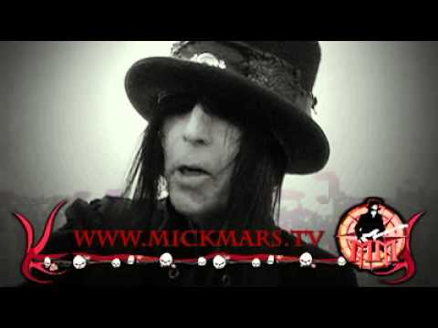 Mick Mars Backstage