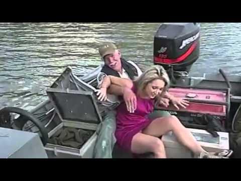Gafat më qesharake të vitit 2012 direkt në TV (VIDEO)