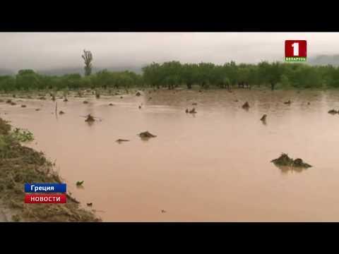 В Греции города превратились в бурные реки