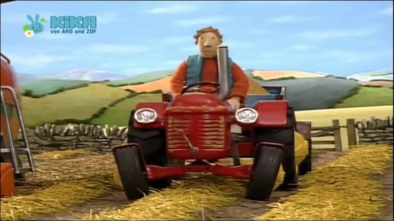 Kleiner roter traktor der flohmarkt ein stürmischer tag