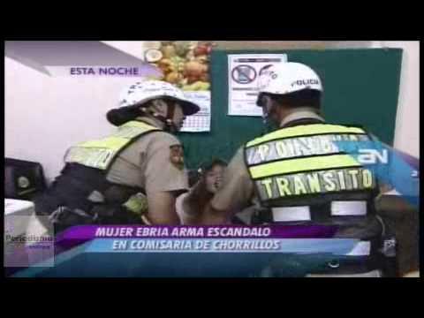 Mujer ebria agrede a policía y arma tremendo escándalo en comisaría de Surquillo
