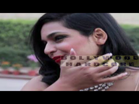 Pakistani Actress Meera's Oops moment at Red Carpet - Wardrobe Malfunction