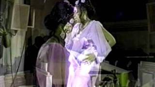 Jennifer Hudson Video - Jennifer Hudson makes her singing debut at Salem Baptist Church of Chicago (November 2002)