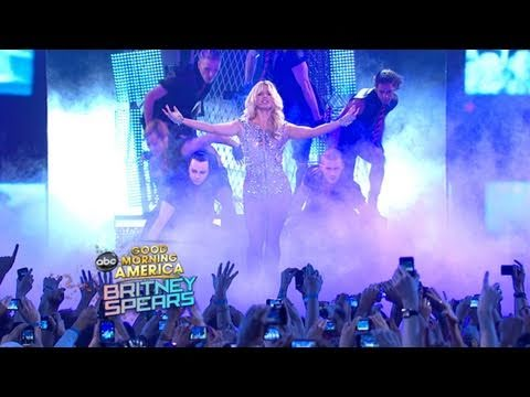Britney Spears Performs  Hold it Against Me  on  GMA  (03.29.11)