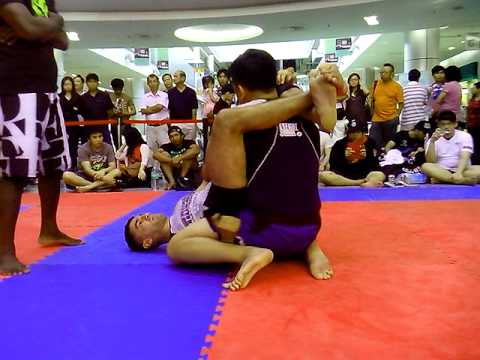 viv-Monarchy MMA / Sabah 2013 submission grappling tournament / Fight 4