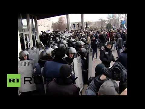 Ukraine: Pro-Russian protesters occupy Donetsk admin building
