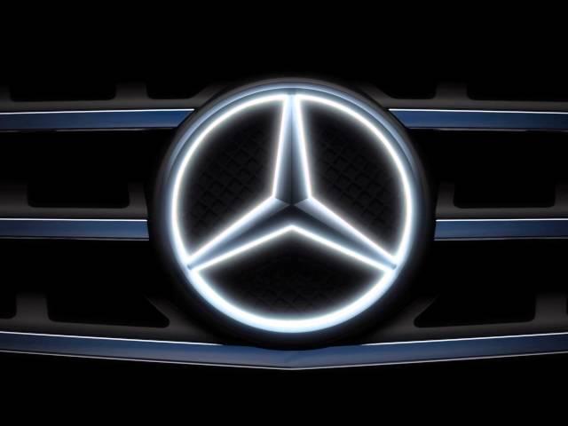 Mercedes light up emblem the awesomer for Mercedes benz emblem light