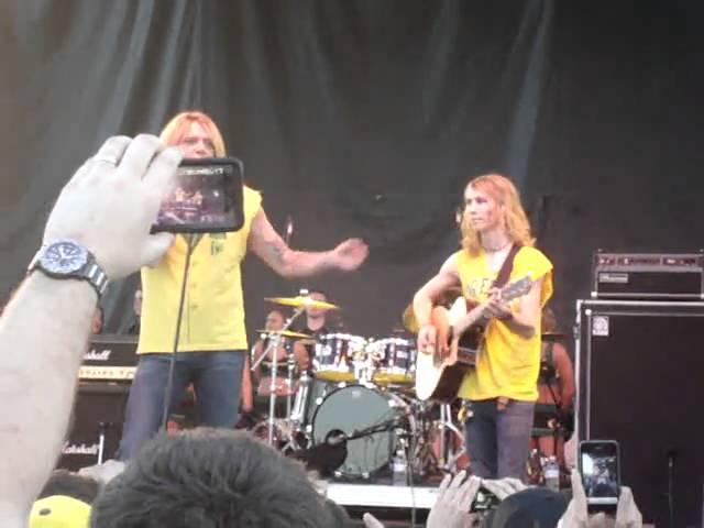 "Sebastian Bach sings ""We Are The Ducks"" at the BCS Oregon pep rally 1-09-2011"