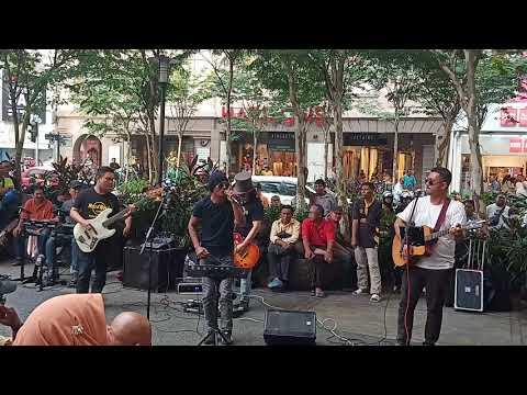 Street Rose's Buskers buat lagu Jay Jay