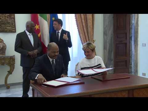 Roma - Renzi incontra il Presidente della Repubblica d'Angola - Firma degli accordi (06.07.15)