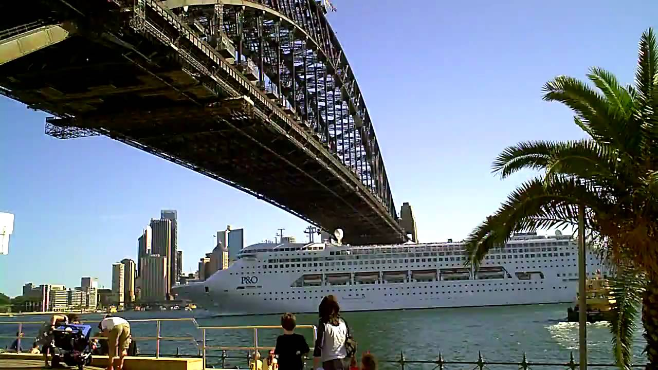 P Amp O Cruise Ship Leaving Sydney Harbour Youtube