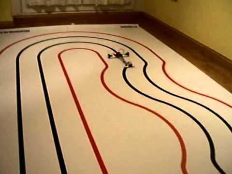 Probando pista de velocistas impresa en lona con un robot velocista