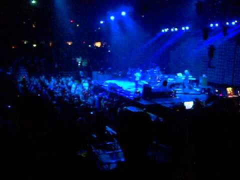 6 yr old JAXON goes NUTS when PEARL JAM hits the stage !!