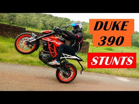 2017 KTM Duke 390 Stunts & Review - Stoppie - Wheelie - Drifting & Rolling Burnout