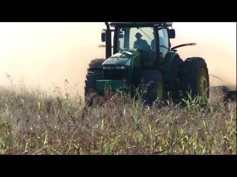 Trator John Deere 8320R com grade  28