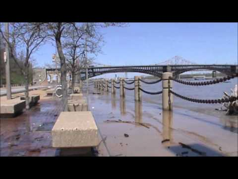 4/22/2013 -- Mississippi River Floods -- Moment the river overflows its banks