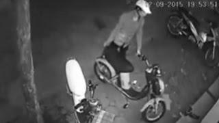 Ăn trộm xe đạp điện nhanh như chớp