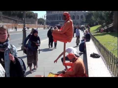 Magic tricks for tourists near the Colosseum in Rome