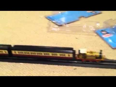 Bachmann red express coaches review and usage and layout up