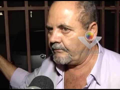Condutor desrespeita sinalização e provoca acidente na Av. João Pinheiro