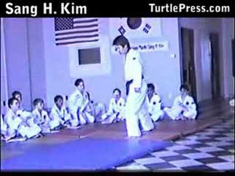 Taekwondo Sparring Lesson: Taekwondo Footwork