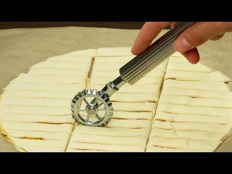 Смажьте 2 коржа слоеного теста яблочным джемом! Посмотрите что из этого выйдет!   Appetitno.TV