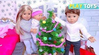 Baby Doll Christmas Tree Decoration! 🎀 Play American Girl Dolls House Bedroom & Bathroom Toys!