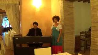 Lyric Soprano in Rome Emanuela Mari sings Santa Lucia, Come back to Surriento Io te vurria vasà